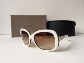 Givenchy SGV767-W